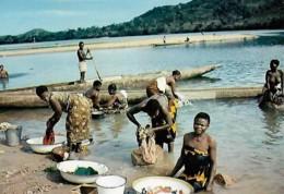 Afrique Africa Lessive Dans La Rivière Washing In The River - Afrique