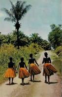 Afrique Africa  Départ Pour La Danse Leaving For  The Dance-party - Afrique