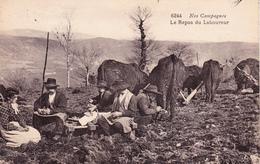 CPA Animée Nos Campagnes N° 6244 Le Repos Du Laboureur Vache Bovin Métier (2 Scans) - Cultures