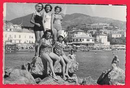 Femme En Maillot De Bain - Bikini - Ragazze In Costume Da Bagno - Garcon - Enfant - SANREMO BAGNI ITALIA - Personnes Anonymes