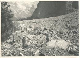 Real Photo SIXT Le Fer A Cheval Dans Les éboulis D'avalanches Dans Le 74 - Luoghi