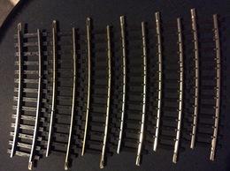 HORNBY-acHO MECCANO  6  RAILS COURBÉES 10,5cm A 1 COUPURE R= 439 - Rails