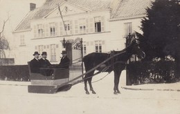 Fotokaart, Carte Photo, 2 Hommes Sur Traïneau, 2 Men On Sledge Pulled By A Horse (pk56380) - Postkaarten