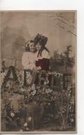 CPA.Enfants.DEux Petties Filles Enlacées Et ADELE En Gros En Feuilles.1908 - Scènes & Paysages