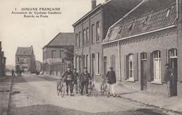 DOUANE FRANCAISE: Arrestation De Cyclistes Fraudeurs - Rentrée Au Poste - Douane
