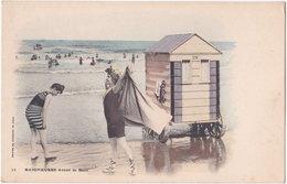 BAIGNEUSES. 33. Avant Le Bain - Cartes Postales