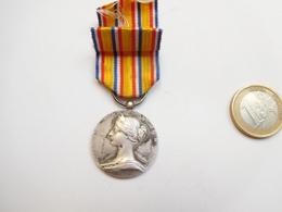 Belle Médaille ( No Pin's ), Sapeurs Pompiers , Ministére De L'Intérieur - Bomberos