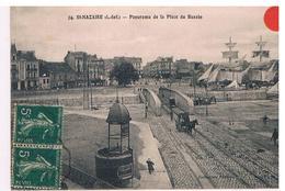 CPA ST NAZAIRE Place Du Bassin Animee - Saint Nazaire
