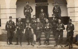 CPA 2488 - MILITARIA - Carte Photo Militaire - Infanterie - Soldats - Corps De Garde - NIMES - Personen