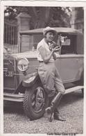 CPA - Mistinguett Adossée Sur Voiture (ancienne)  Donnet - Carte Sedar Cuve 1/2 B (carte Photo) - Femmes Célèbres
