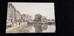 Cp 14 Calvados HONFLEUR Quai Sainte Ste Catherine Un Jour De Procession  ( Colorisé ) Commerces Bateaux Port - Honfleur