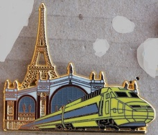 TGV - TRAIN - LOCOMOTIVE JAUNE - TOUR EIFFEL PARIS - BALLARD - DORE A L'OR FIN - COMBS LA VILLE -     ( 21) - TGV