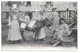 Cpa...a Travers La Normandie...coiffes Et Costumes Anciens...Cultivateurs Normands....animée...ane.... - Costumes