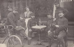 Carte Photo Café De La Renaissance ARGENTAN ? Militaires Au Bar 32 Eme Régiment Infanterie Territorial - Argentan