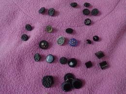 Lot De Boutons En Verre Et Autre (fleuri Et Avec Croissant) - Buttons