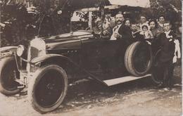 MILITARIA - Carte Photo  Automobile Un Jour De Communion Solennelle Dans Les Années 30 - Cristianesimo