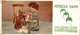 Buvard Pétrole Hann : Petite Fille Soignant La Patte De Son Chien - Parfums & Beauté
