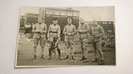 CPA CARTE POSTALE ANCIENNE PORTRAIT GROUPE SOLDAT ARMEE 1927 LES COLOMBOPHILES CHIEN POILU WW1 WW2 PIGEON VOYAGEUR - Barracks