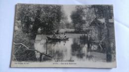 51 - AVIZE - GUE DE LA MADELEINE - ANIMEE BARQUE AVEC CANOTIERS -CPA ECRITE - VVE TRUCHON EDITEUR - France