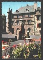 Salers - Hôtel-de-ville Et Buste De Tyssandier D'Escous - 1971 - Other Municipalities