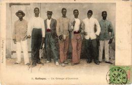 CPA Rufisque Un Groupe D'Ouvriers SENEGAL (821989) - Senegal