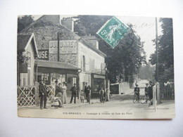 A465. CPA. 91. RIS-ORANGIS.   (Essonne). Passage à Niveau Et Vue Du Pont. Beau Plan Animé. écrite & Voyagée 1910 - Ris Orangis
