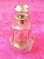 Petite Carafe XIX ème Napoléon III De Forme Hexagonale. A Décor Doré De Scène Japonisante - Verre & Cristal