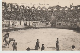 C. P. A. - ARLES - CORRIDA DU 15 JUIN 1905 - SUERTE DE PIQUE - TAUROMACHIE - Arles
