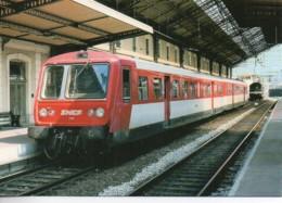 26 Autorail X 2728 En Gare De VALENCE - Estaciones Con Trenes