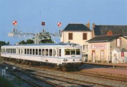 44 Un TER En Gare De SAINTE-PAZANNE - Estaciones Con Trenes