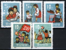 North Korea 1961, Childrens Life Set MNH, Mi 320-324 - Corea Del Norte