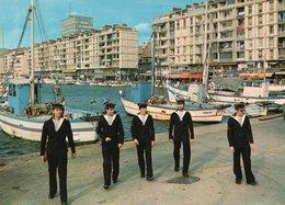 TOULON ( 83 ) - Promenade Sur Les Quais - Toulon