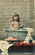 "FOTO NIÑA EN LA BAÑERA TINA / PHOTO LITTLE GIRL IN THE BATHTUB SIGNED ""F. MOLLER-HALLE"" POSTAL CIRCULATED 1904 -LILHU - Portretten"