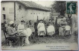 DENTELLIÈRES AU TRAVAIL - ENVIRONS DE MIRECOURT - Mirecourt