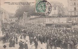 CPA Limoges - Concours De Pêche Du 30 Juin 1907 - Le Défilé, Place De L'Hôtel-de-Ville (très Belle Animation) - Limoges