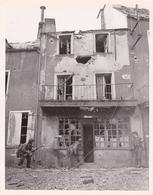 PHOTO ORIGINALE DE PRESSE WW2 JUL 1944 SOLDATS AMÉRICAINS DANS LES RUES DE SAINT LO  FRANCE - Guerre, Militaire