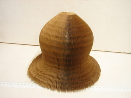 Lot. 1035. Ancienne Forme En Carton Ondulé Pour Maintenir Les Chapeaux - Art Populaire