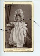 CDV. Portrait D'un Enfant. Bébé .BELLINGARD . LYON - Photographs