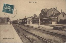 CPA CP Eu La Gare Edition Desmonds à Eu Locomotive Quelques Voyageurs  Voyagée YT 137 - Eu