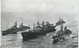 Boot - Bateau - Ship - Shiff -  Hr. M.S. Poolster Geëscorteerd Door 3 Onderzeebootjagers - Onderzeeboten