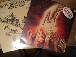 BOB DYLAN. LOT DE DEUX 33 TOURS. 1979 / 1980. SAVED / SLOW TRAIN COMING CBS 86113 / 86095. A SATISFIED MIND / SAVED / C - Vinyles