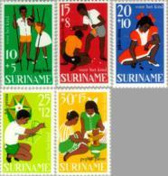 Suriname 1967 Kind - Kinderspelen - NVPH 484 MNH** Postfris - Suriname ... - 1975