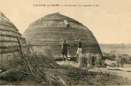 Afrique - Niger - Colonie Du Niger - Confection D'un Grenier à Mil - Niger