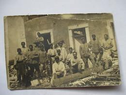 CARTE-PHOTO    -  GROUPE DE SOLDATS        PLI HAUT - Autres