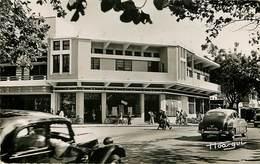 Afrique - Voitures - Automobile - Congo - Brazzaville - Le Rond Point De Poto Poto - Un Magasin Portugais - état - Brazzaville