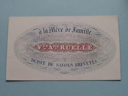 à La Mère De Famille Rue D'Assault N° 1 ( Vve Ane RUËLLE ) BRUXELLES ( Porcelein / Porcelaine ) Formaat +/- 11 X 6,5 Cm - Cartes De Visite