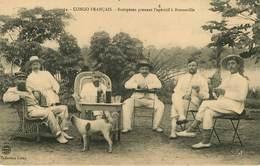 Afrique - Animaux - Chiens - Chien - Dogs - Dog - Congo Français - Brazzaville - Européens Prenant L'apéritif - état - Brazzaville