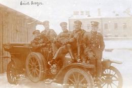 CARTE PHOTO ALLEMANDE - LITHUANIA LITUANIE - AUTOMOBILE ET OFFICIERS A WILNA - VILNIUS - GUERRE 1914 1918 - 1914-18