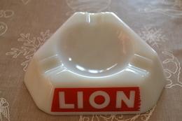 """Cendrier Publicitaire """"LION"""" - Cendriers"""
