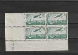 France Coin Daté Du Poste Aérienne N 8a Vert Clair Date 5 12 1935 3 Timbres ** 1 Charniére* - Coins Datés